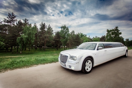 Лимузин Chrysler 300С белый №3 №1