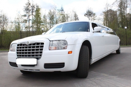 Лимузин Chrysler 300C белый №2