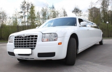 Лимузин Chrysler 300C белый №2 превью №1