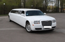 Лимузин Chrysler 300C белый №2 превью №2