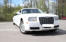 Лимузин Chrysler 300C белый №2 превью №3
